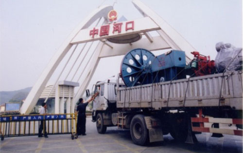 The products of Zhongyi Construction Machinery sold to Vietnam are at the Hekou Pass of China