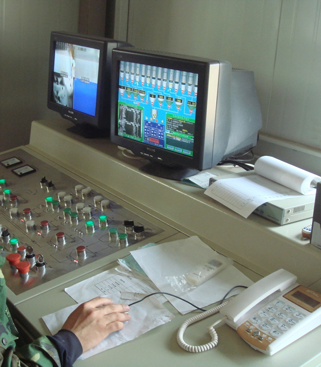 Intelligent control console for concrete mixing station