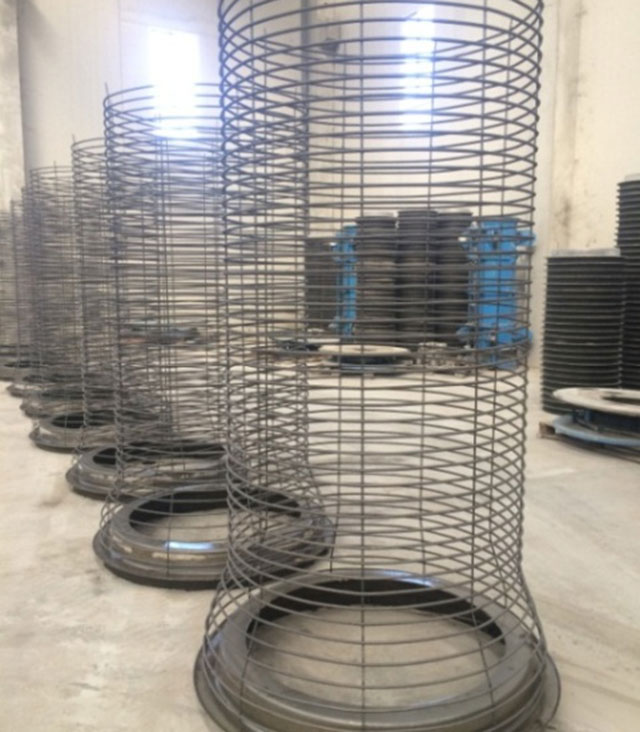 Steel cage for radial extrusion equipment